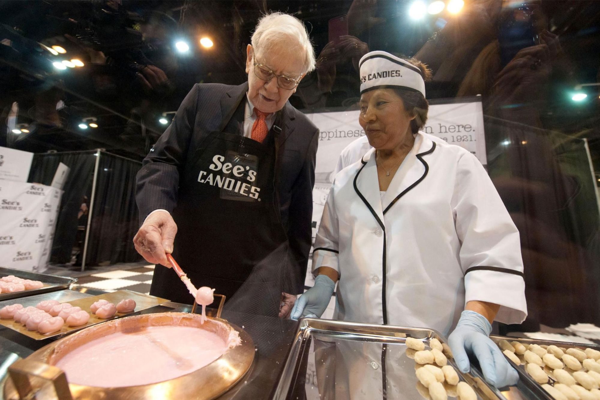 On Valentines Day Warren Buffet Explains Why See's Candy is His 'Dream Business'