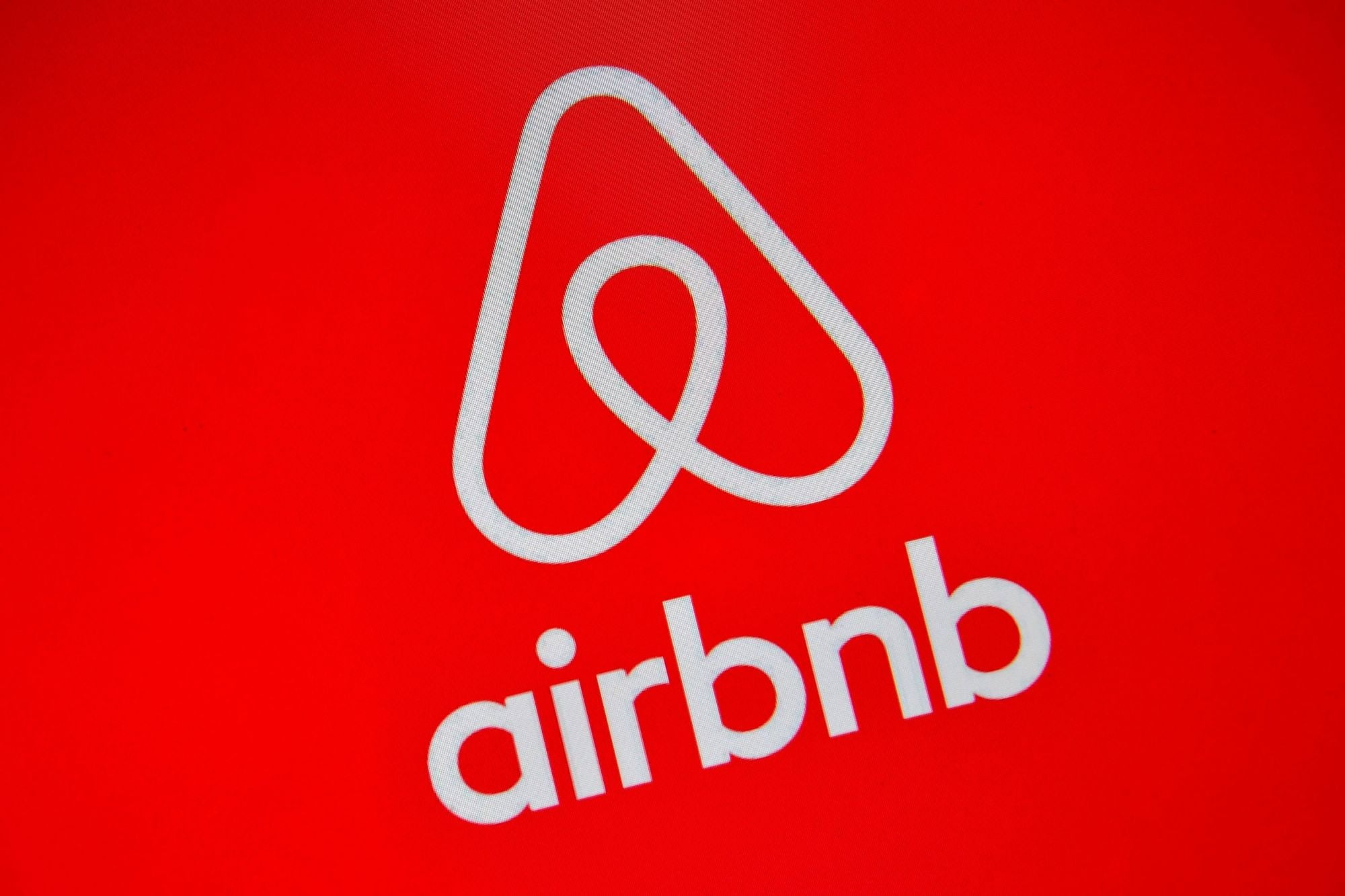 COVID-19 Forces Airbnb to Cut 25 Percent of Workforce, Scale Back Business