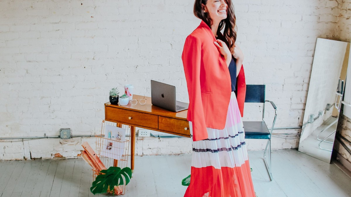 Not sure what to wear? We put together this guide to provide you ample (and easy) ideas for work outfits— perfect for every boss lady.