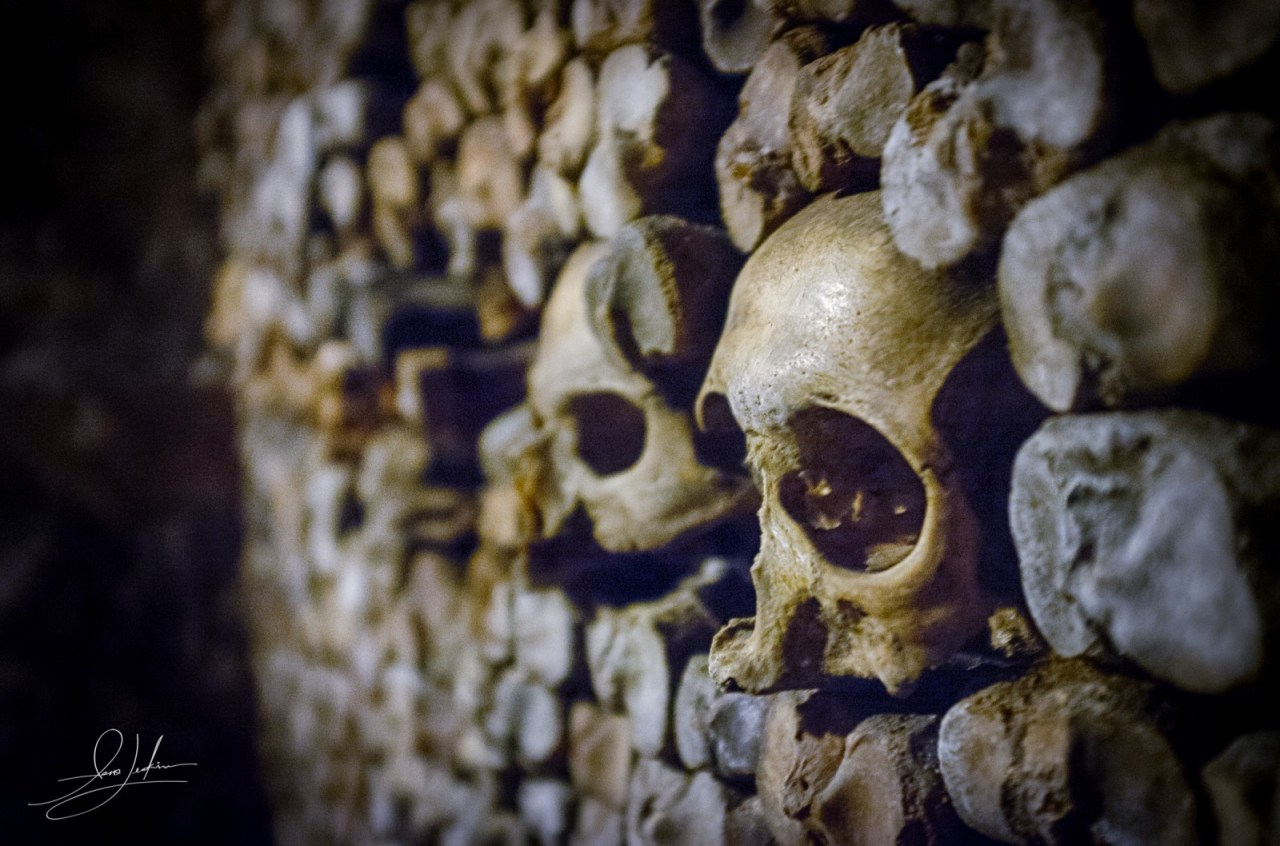 Paris-catacombs-skulls-eyes