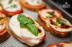 Margherita Garlic Bread