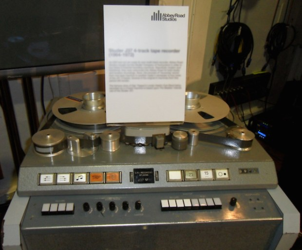 Studer_J37_4-track_tape_recorder_(1964-1972),_Abbey_Road_Studios