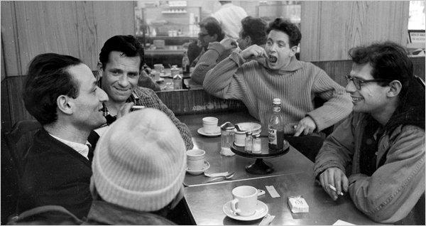 De haut en bas, de gauche à droite : Jack Kerouac, David Amram, Allen Ginsberg, Gregory Corso (de dos) et Larry Rivers