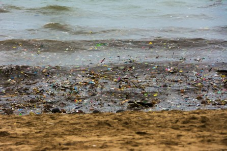 Garbage, dirt, plastic on Kuta Beach, Bali - ASAPtickets travel blog