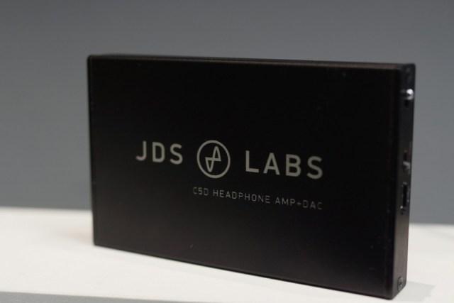 Le JDSLabs C5D est plutôt fin pour un ampli/DAC, pratique pour l'appairer.