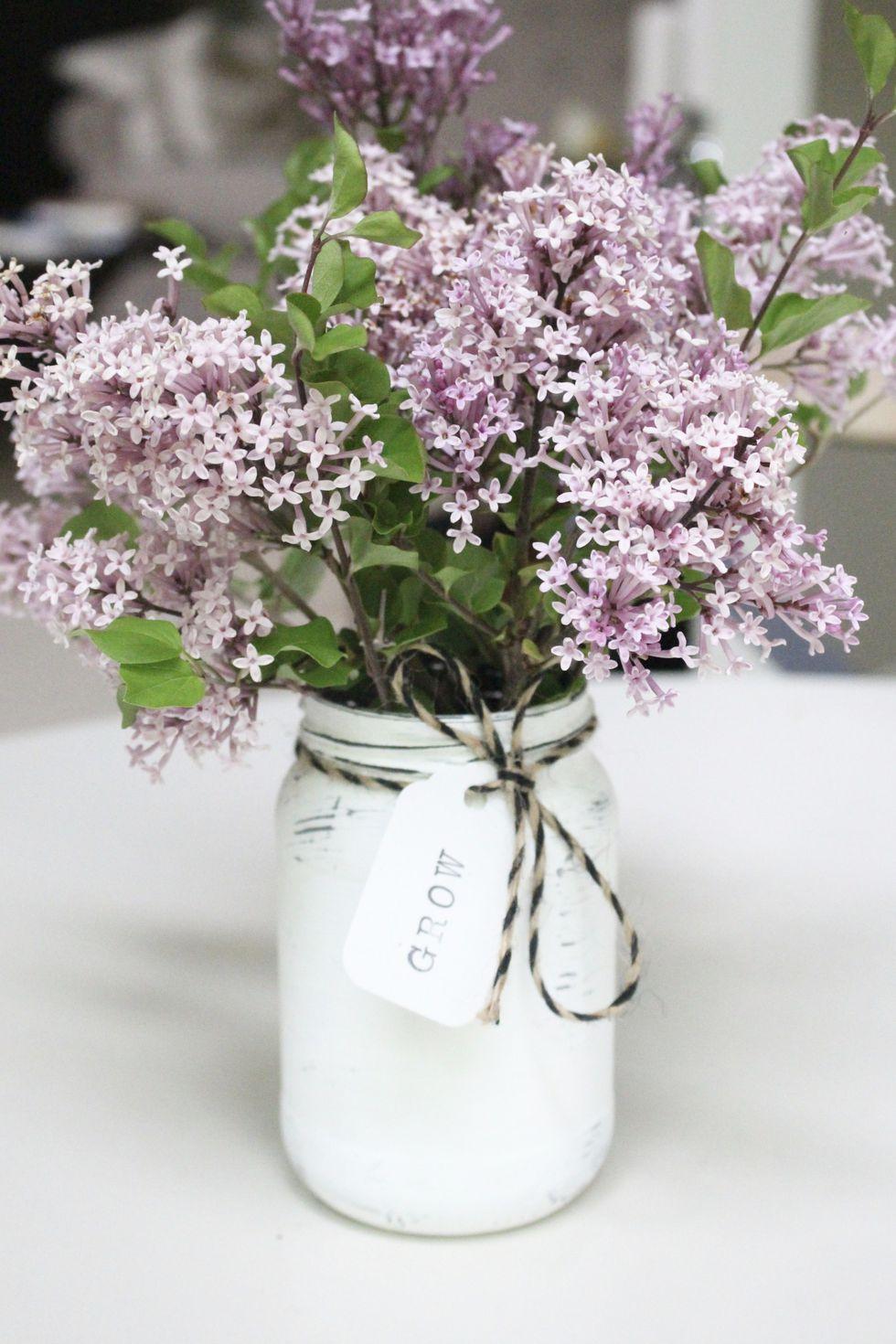 farmhouse-mason-jar-diy-flower-arrangement-1556719760