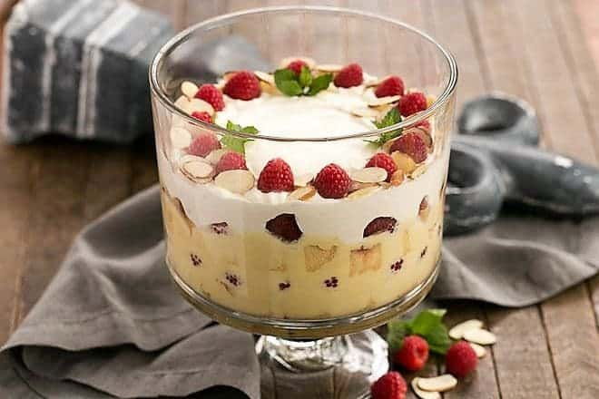 Traditional-English-Trifle-9-660x440