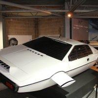 650 000 euros pour la voiture sous-marine de James Bond
