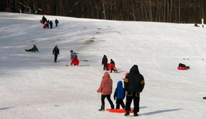 good year metro park sledding, good year metro park, sled riding, picture of people sledding at goodyear metro park