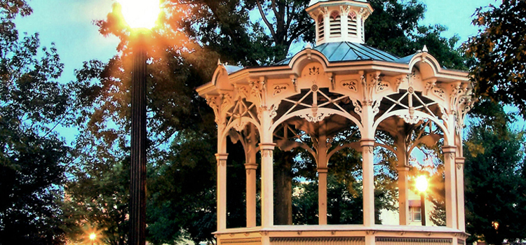 5 fun things in medina ohio, picture of the gazebo in the medina ohio square
