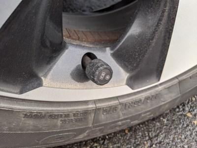 Amazonで安いTPMSを買ってみたらタイヤ空気圧の不安が払拭されて快適になった話。