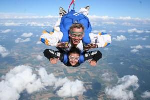 Saut en parachute activité insolite à Grenoble