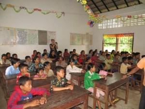 teaching kids how to clean water with Moringa seeds