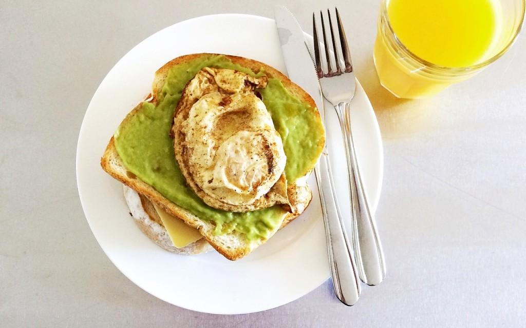 AvocadoEggToastBreakfast healthy protein snacks