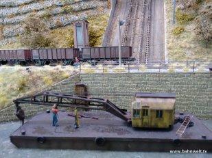 An der Talstation wird das Gestein auf der Staatsbahn oder per Schiff weiter transportiert.