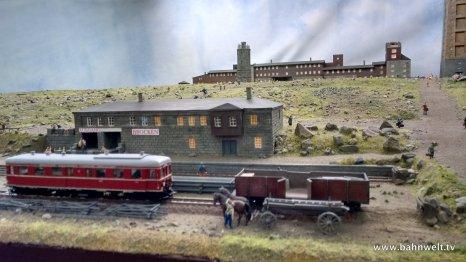 Ausgestellt war der Brockengipfel mit dem Bahnhof der Brockenbahn,