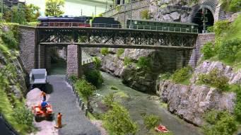 Tunnel-mit-Bruecke_Ausfahrt-Dampfzug