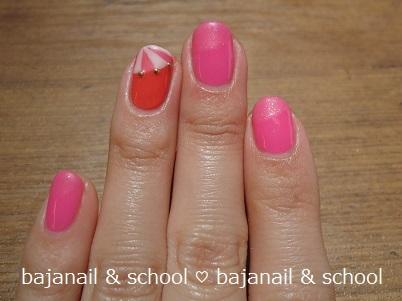 ピンクの傘で初夏のジェルネイルデザイン