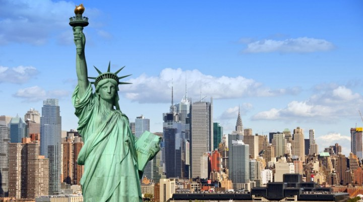 Statue of liberté and the city of New York city in Background, USA
