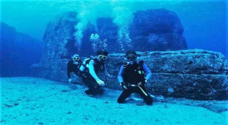 Scubas Divers exploring Japan's very own Atlantis - Japanese Mythology