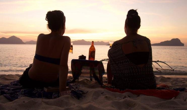 Friends watching the sunset in El Nido- Philippines Travel Tips