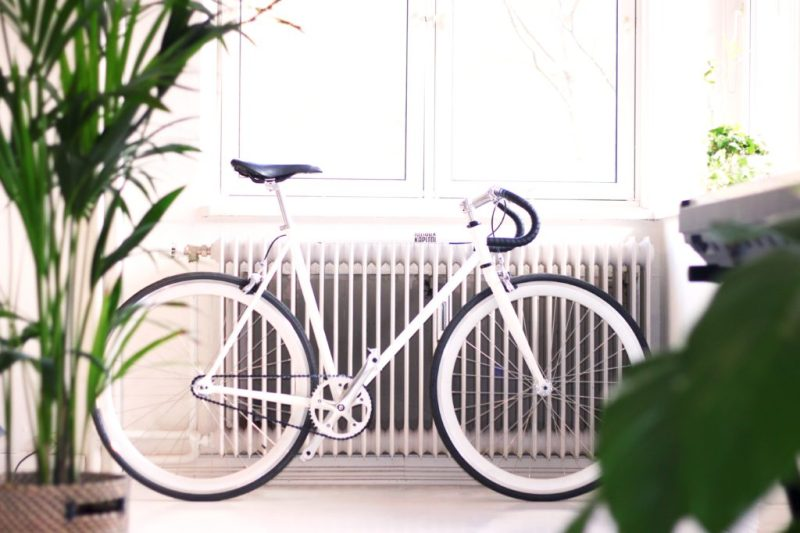 White bike leaning against a radiator in Oslo