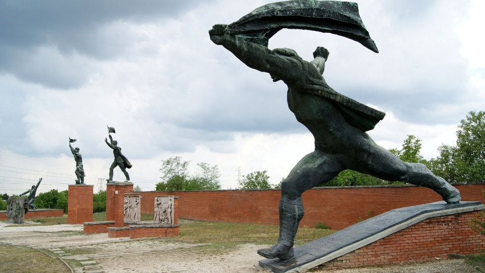 Memento Park Soldiers waiving flags