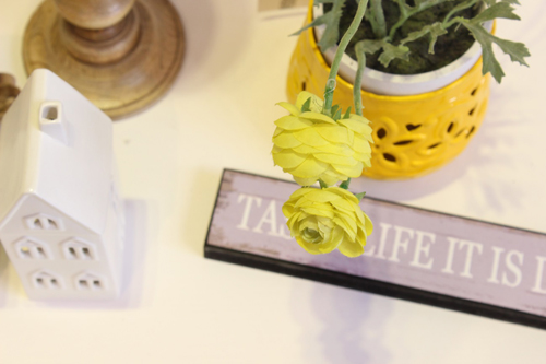 florero amarillo