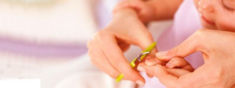 cortas las uñas al bebé