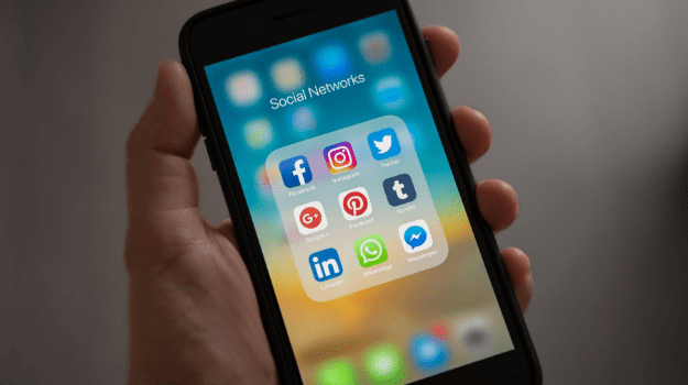 live-selling-experiment-social-media