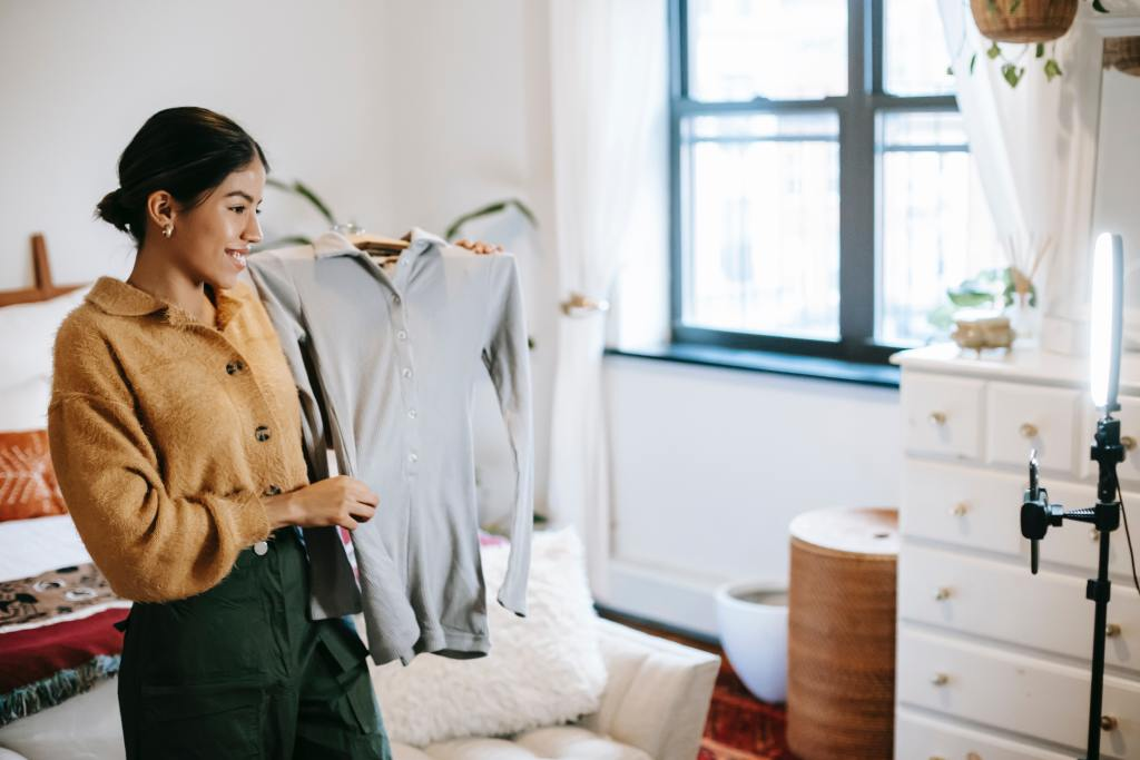 What's Live Commerce and Why It's Exploding in 2021?