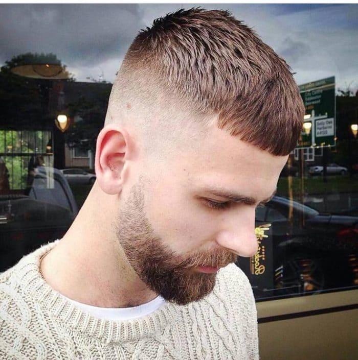 A Cheeky Beard para o rosto triangular é uma das grandes tendências para barbas 2018