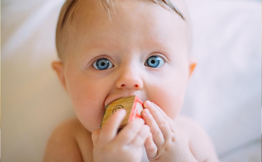 Allaitement et dents de bébé