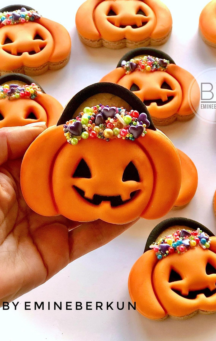 Plus all you'll need is a simple triangle cookie cutter … 25 Easy Halloween Cookies For Kids That Taste Amazing Women Blog