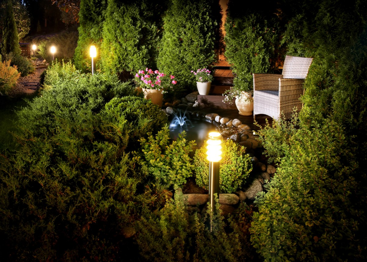 4 tips for outdoor lighting in fall and winter