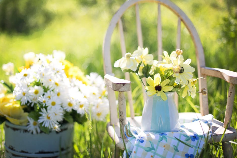 4 Of The Best Outdoor Decorating Ideas to Try This Summer