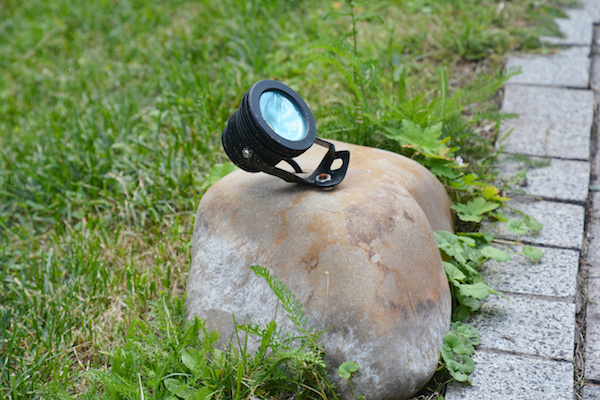 low-voltage landscape lights