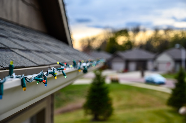 How-to hang vibrant outdoor Christmas lights