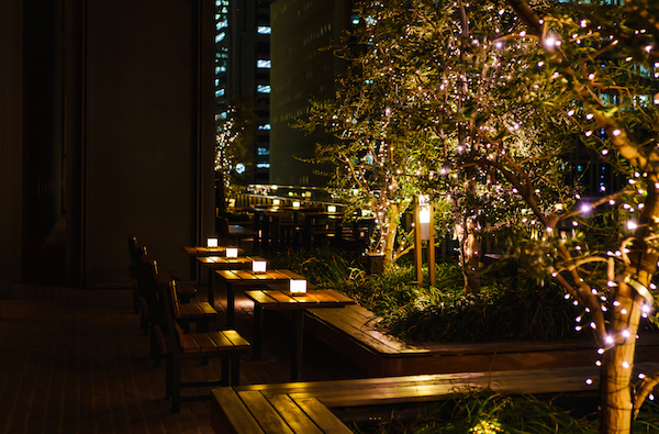 4 benefits of using outdoor lights for your business