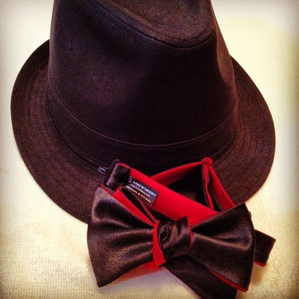 #Christmas present por papa! @knotheory #bowtie + #fedora I'll be home for Christmas! - from Instagram