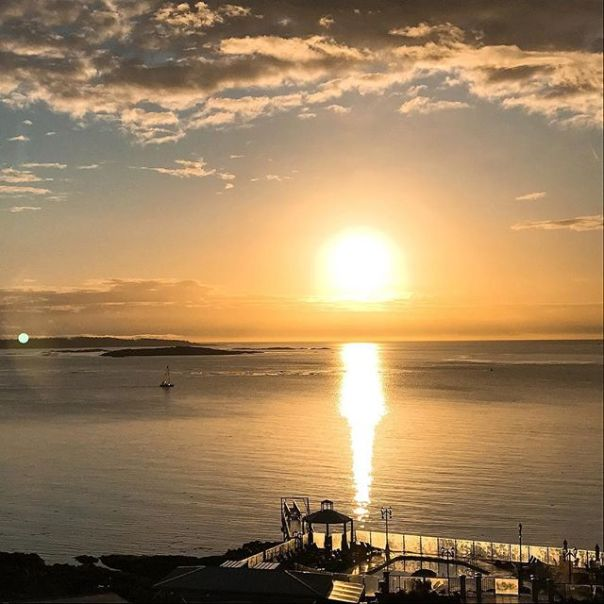 Good morning #OakBay! @oakbaybeachhotel ..#sun #sunrise #oakbaybeachhotel #victoria #victoriabc #vancouverisland #hotel #travel #weekend #getaway #luxuryhotel #sky #sea #ocean - from Instagram