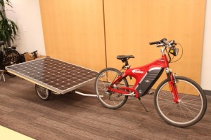 bicicleta-electrica-trailer-solar