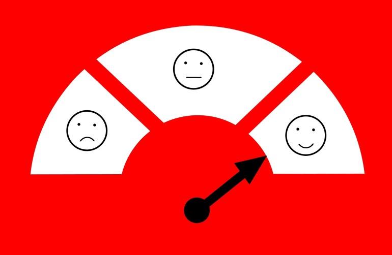 nível de combustível do carro simulando a satisfação do cliente com um smile de triste, regular e satisfeito