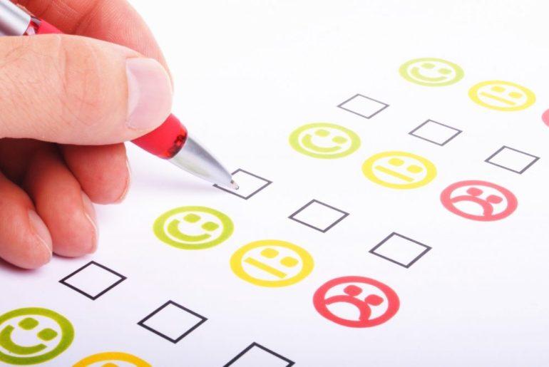 Cliente respondendo pesquisa de satisfação