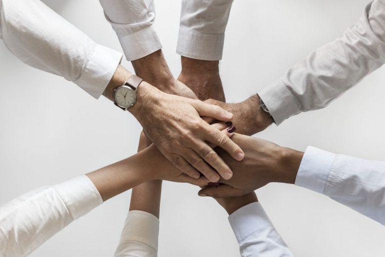 Time de mãos unidas