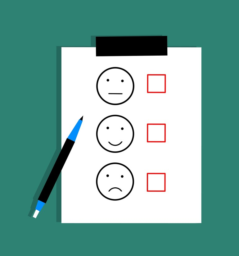 essoa respondendo pesquisa de satisfação