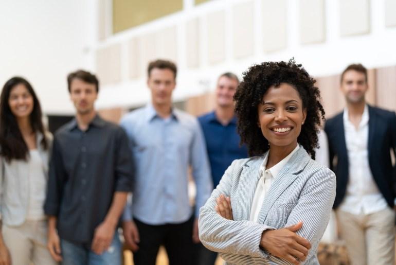 Equipe de trabalho otimista