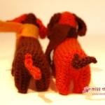 Häkelhund-Duo in orange und braun