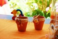 Zwei kleine Citronella-Kerzen mit Muscheln frisch vom Meer. Werden später mit Teelichtern gefüllt.