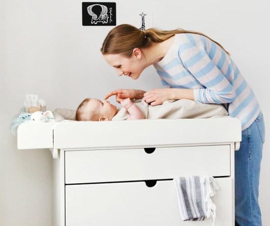 cambiar al bebé en casa